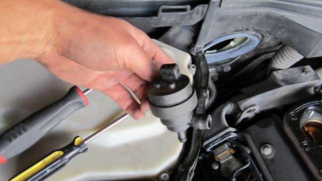 DIY: Sheefo2k   Valve cover gasket & Fuel tank breather valve - BMW